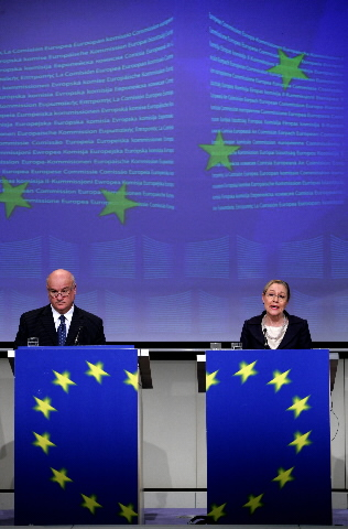 Press conference by Joe Borg et Benita Ferrero-Waldner, Members of the EC, on the Artic Region