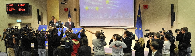 Press conference by José Manuel Barroso, President of the EC, and Joaquín Almunia, Member of the EC, on the financial crisis
