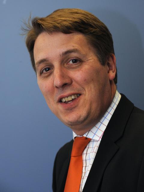 Dennis Abbott, porte-parole d'Androulla Vassiliou