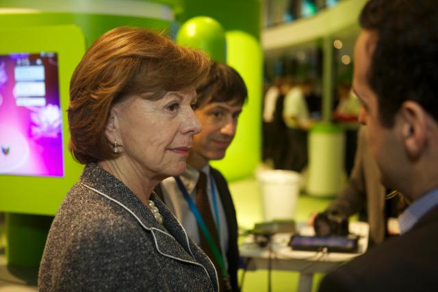 Visite by Neelie Kroes, Vice-President of the EC,to the mobile World Congres of  Barcelone