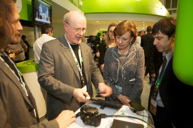 Visite de Neelie Kroes, vice-présidente de la CE, au congrès mondial de  téléphonie mobile GSMA, à Barcelone