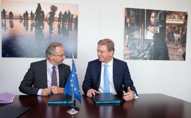 Signature by the EBU and the EC of the Memorandum of Understanding establishing closer cooperation in assisting the reform of public broadcasters in the countries that aspire to join the EU
