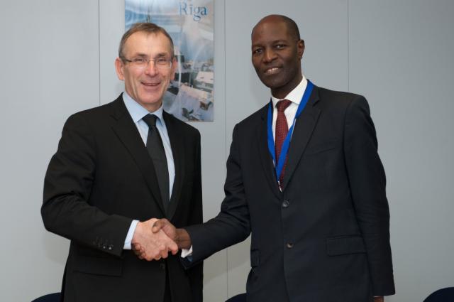 Visite d'Henrique Banze, ministre adjoint mozambicain des Affaires étrangères et de la Coopération, à la CE