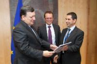 Remise du rapport final du Groupe d'experts de la Commission dans le domaine de la fiscalité de l'économie numérique à José Manuel Barroso, président de la CE
