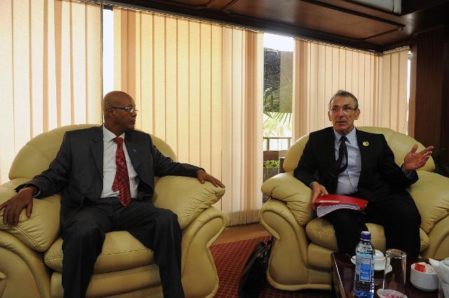 Visite d'Andris Piebalgs, membre de la CE, au Kenya