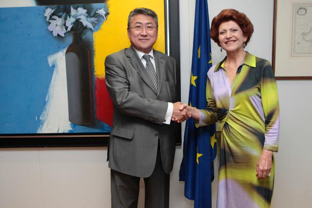 "Illustration of ""Visit of Khishigdelger Davaadorj, Head of the Mission of Mongolia to the EU, to the EC"""