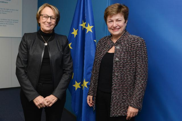 Visit of Marylise Lebranchu, French Minister for Decentralisation and the Civil Service, to the EC
