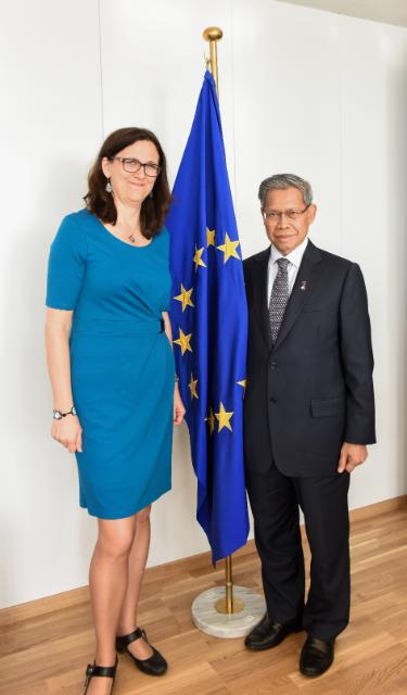 Visit of Mustapa bin Mohamed, Malaysian Minister for International Trade and Industry, to the EC