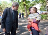"""Illustration of """"Visite de Johannes Hahn, membre de la CE, en Ukraine"""""""