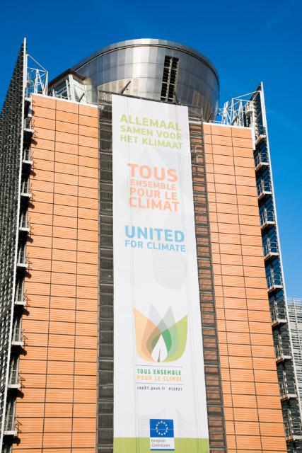 L'affiche de la Commission européenne sur le bâtiment Berlaymont :