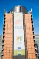 Banner of the European Commission, on the Berlaymont building :