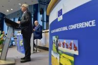 Participation of Jean-Claude Juncker, President of the EC, and Phil Hogan, Member of the EC, in the 2016 EU Agricultural Outlook Conference