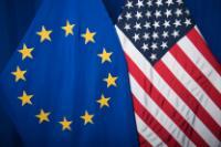 Drapeaux de pays extérieurs à l'UE, à côté du drapeau européen