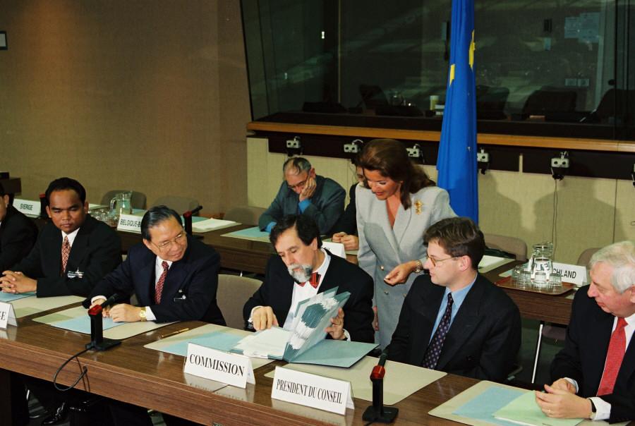 Paraphe d'un accord de coopération entre l'UE et le Cambodge