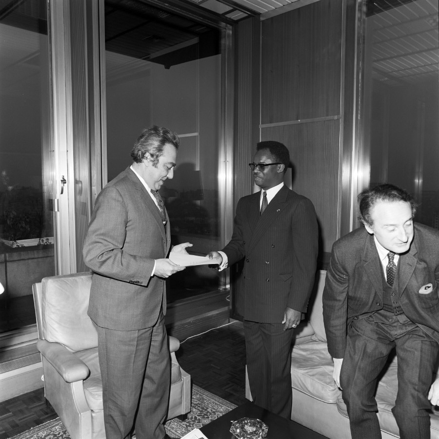 Presentation of the credentials of the Head of the Mission of the Popular Republic of Congo to François-Xavier Ortoli, President of the CEC