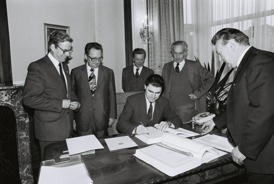 Signing of an agreement between the EEC and Austria