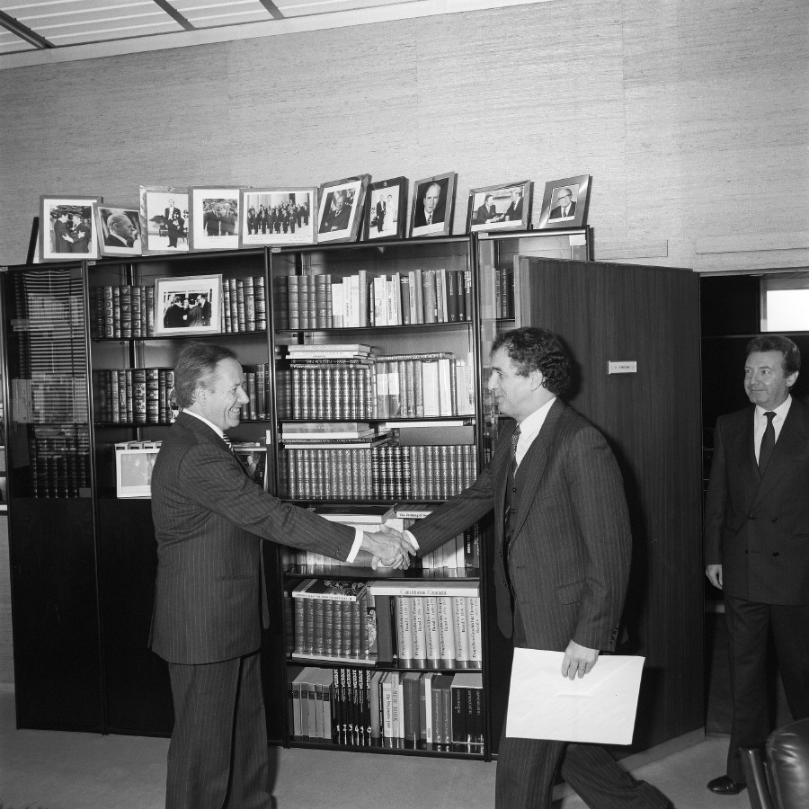 Presentation of the credentials of the Head of the Mission of Algeria to Gaston Thorn, President of the CEC