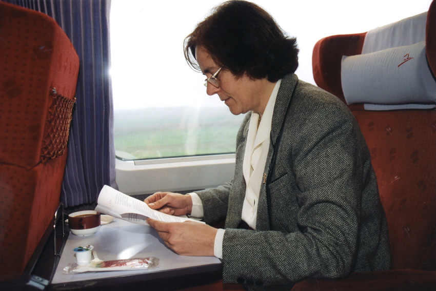 Loyola de Palacio del Valle-Lersundi, Vice-President of the EC, on the Brussels-Paris Thalys