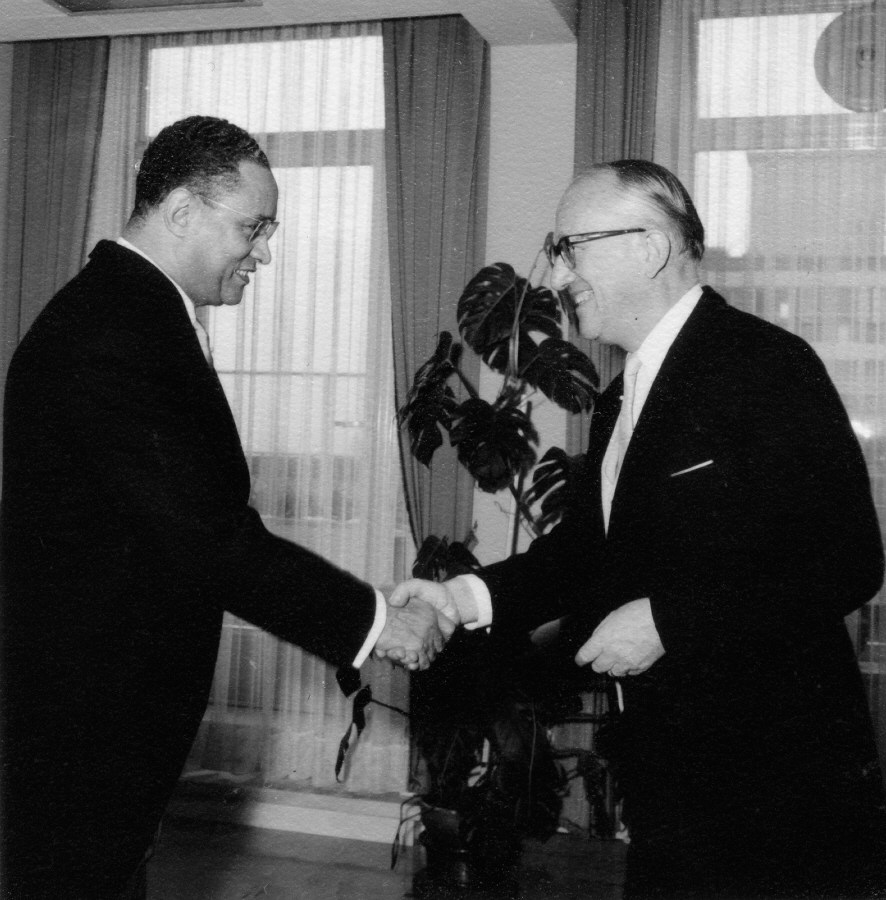 Presentation of the credentials of the Head of the Mission of the Upper Volta to Walter Hallstein, President of the Commission of the EEC
