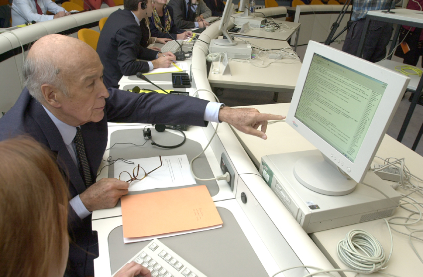 Internet Chat with Valéry Giscard d'Estaing, Chairman of the Convention on the future of Europe