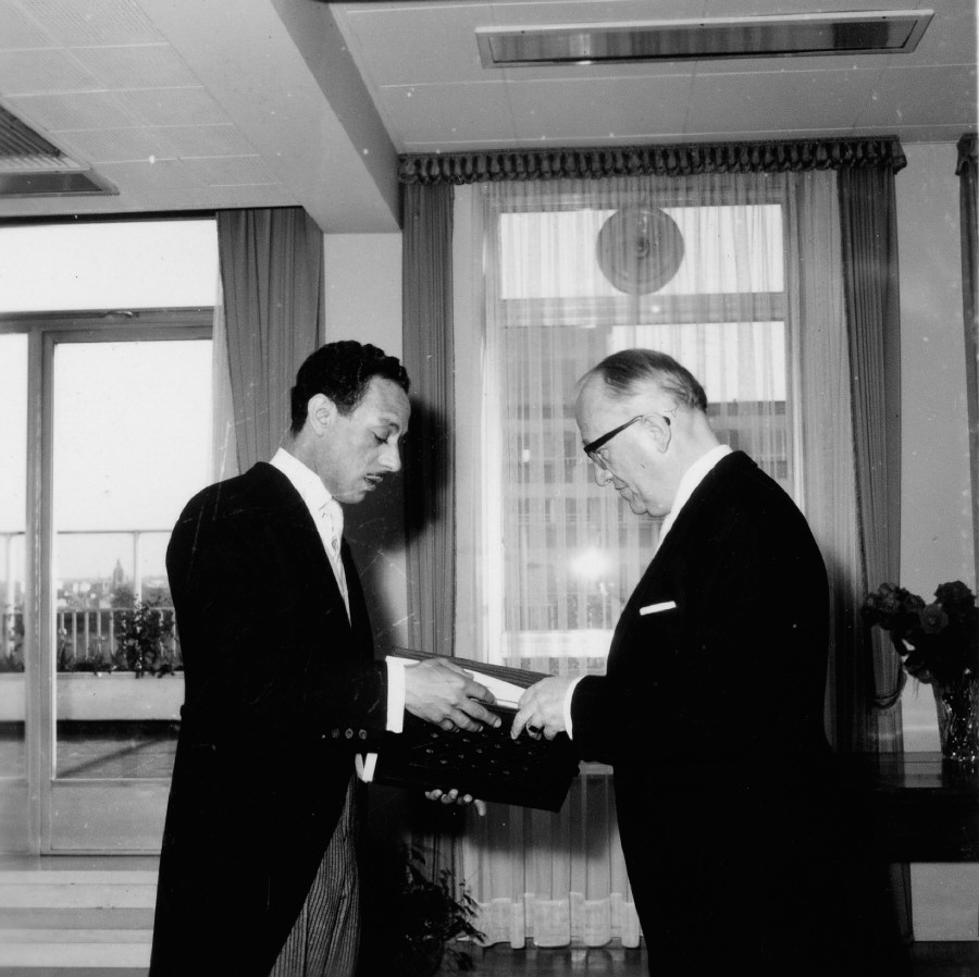 Presentation of the credentials of the Head of the Mission of Algeria to Walter Hallstein, President of the Commission of the EEC