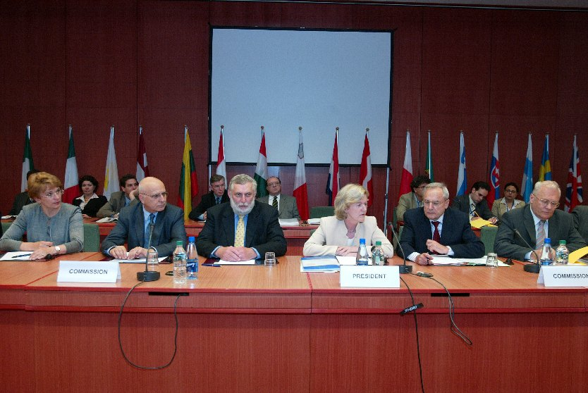 Signature of development programmes for the new Member States in the framework of the