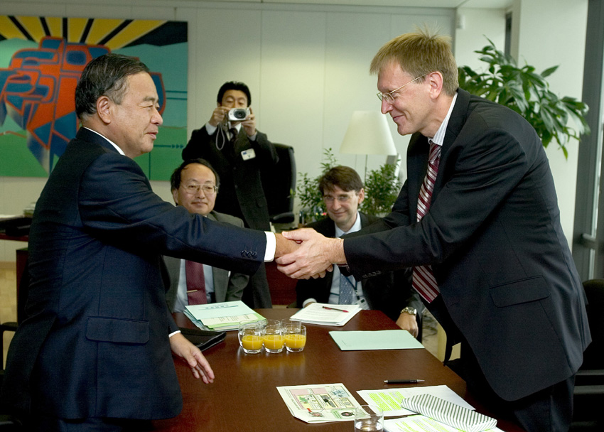 Visit of Nariaki Nakayama, Japanese Minister for Education, Culture, Sciences and Technologies, to the EC