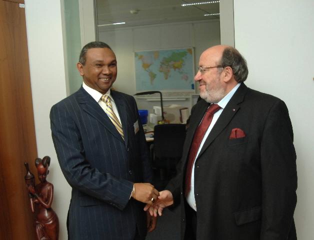 Visite d'Andriamparany Radavidson, ministre malgache de l'Economie, des Finances et du Budget, à la CE