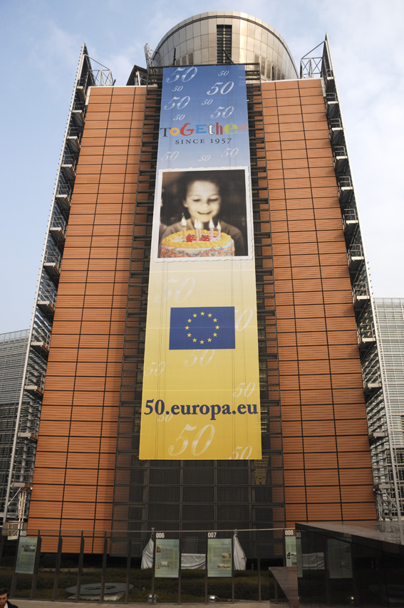 The poster for the anniversary of the Treaty of Rome on the Berlaymont building