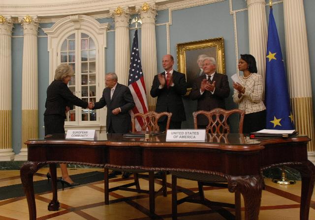 Signature de la première étape de l'accord UE/US sur le transport aérien