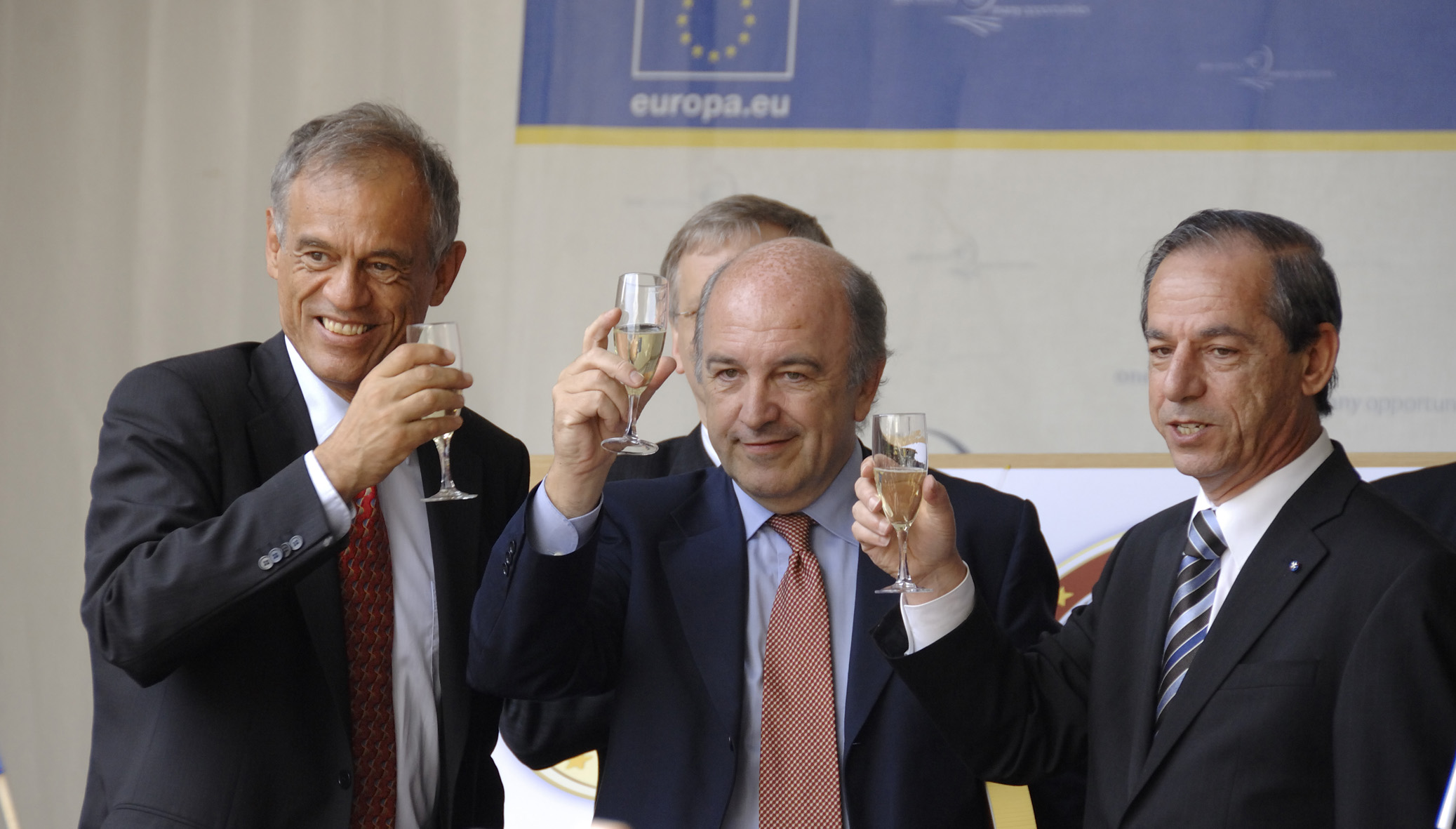 Participation of Joaquín Almunia, Member of the EC, in the festivities for the entry of Cyprus and Malta into the euro zone.