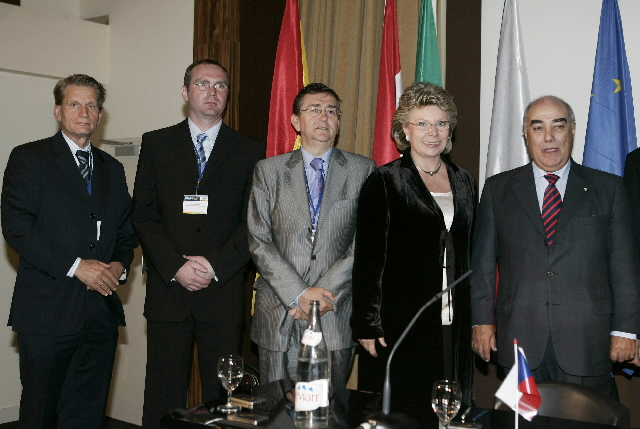 Participation of Viviane Reding in the inauguration of an exhibition of the PReVENT initiative