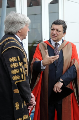 Awarding of the title of Honorary Doctor to José Manuel Barroso, President of the EC, from the University of Liverpool