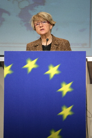 Press Conference by Danuta Hübner, Member of the EC, on the 'Regions 2020' report