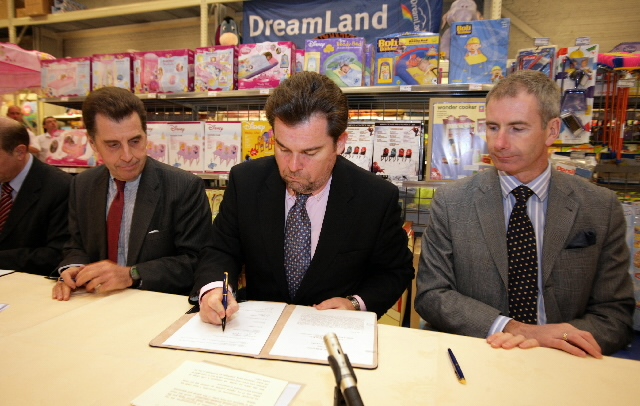 Signature of a voluntary agreement with representatives of toy companies