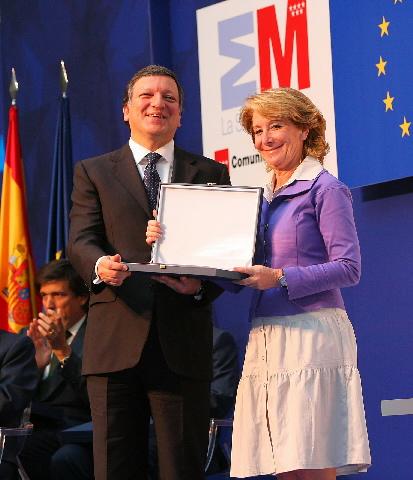 Remise du prix Distinción a la Excelencia europea de la Comunidad de Madrid, à José Manuel Barroso, président de la CE