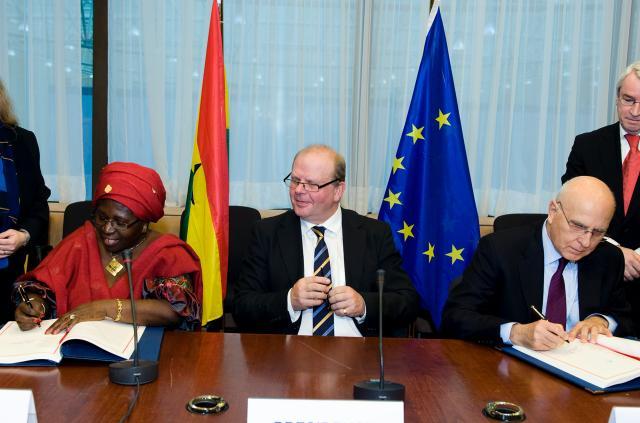 Signature du premier accord de partenariat volontaire entre l'UE et le Ghana sur les exportations légales de bois