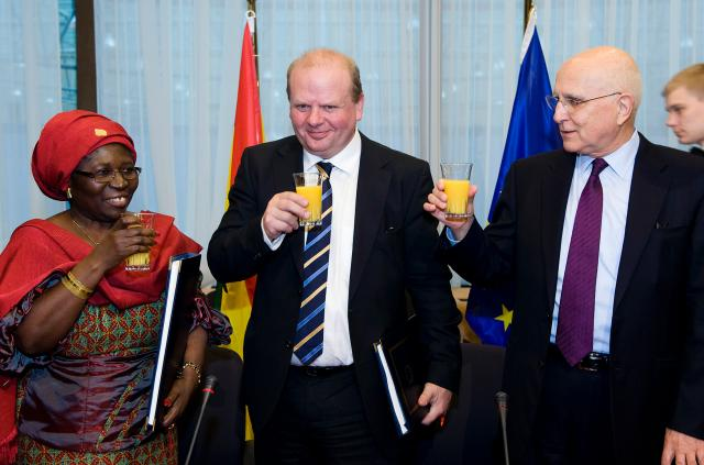 Signature of the first voluntary partnership agreement between EU and Ghana on legal timber exports