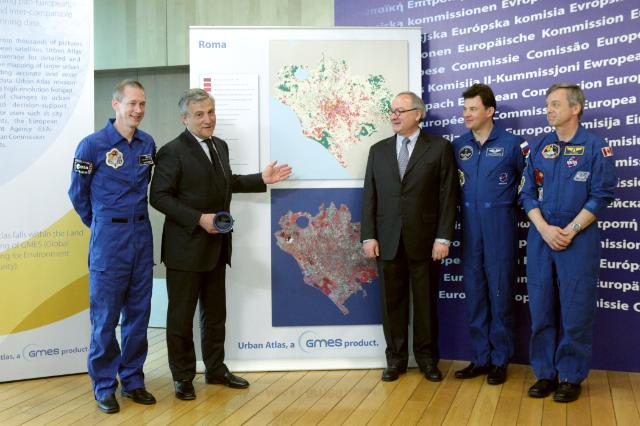 Visit of Jean-Jacques Dordain, Director-General of the ESA, and Frank De Winne, Astronaut of the ESA, to the EC