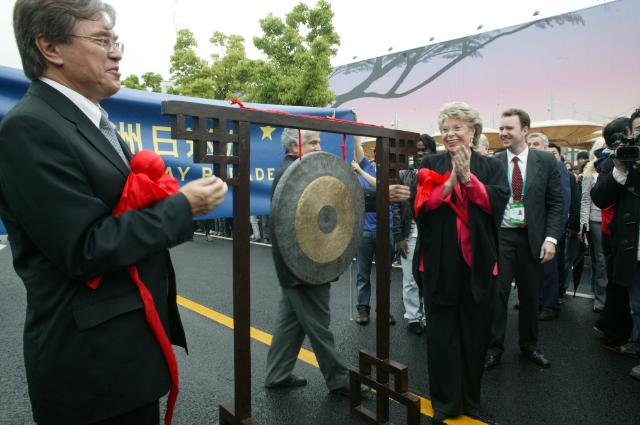Visite de Viviane Reding, vice-présidente de la CE, à Shanghai