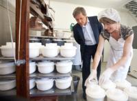 Visit by Dacian Cioloş, Member of the EC, to a farm at Ophain-Bois-Seigneur-Isaac