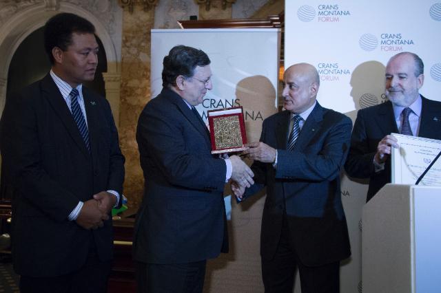 Remise du 'Prix de la Fondation' 2014 de la Fondation Crans Montana à José Manuel Barroso, président de la CE
