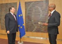 H.E. Ambassador Dylan Vernon, Head of the Mission of Belize to the EU, on the right , and José Manuel Barroso