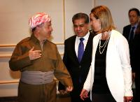 Discussion between Masoud Barzani, on the left, and Federica Mogherini, on the right