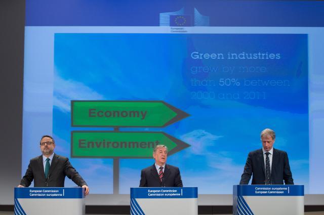Conférence de presse conjointe de Karmenu Vella, membre de la CE, et Hans Bruyninckx, directeur général de l'AEE, sur le rapport  intitulé 'L'environnement en Europe - état et perspectives 2015'