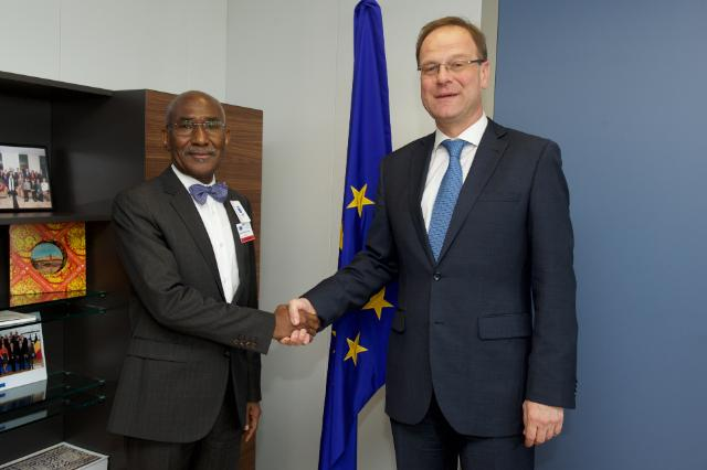 Visit of Martial De-Paul Ikounga, Member of the AU Commission in charge of Human Development, Science and Technology, to the EC