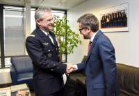 Visite de Luís de Almeida Sampaio, représentant permanent du Portugal auprès de l'OTAN, et Denis Mercier, commandant suprême allié Transformation (SACT) de l'OTAN, à la CE