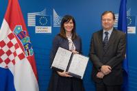 Participation de Blaženka Divjak, ministre croate des Sciences et de l'Éducation, à la signature de la déclaration EuroHPC par la Croatie