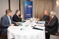 Participation de Jean-Claude Juncker, président de la CE, et Johannes Hahn, membre de la CE, à une réunion avec les chefs d'Etat et de gouvernement de l'UE et du Partenariat oriental et les chefs de l'opposition du PPE