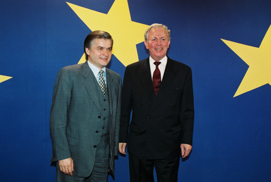 Visit of Włodzimierz Cimoszewicz, Polish Prime Minister, to the EC